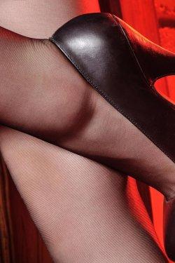 Model 允儿《灰丝高跟女郎美足》上下全集 [丽柜LiGui] 美腿玉足写真图片