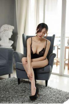 气质女神小狐狸Sica 鹅黑吊裙肉色丝袜图片